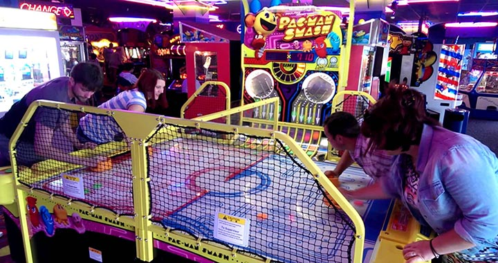 Air Hockey Pac-Man arcade table joueurs pacman